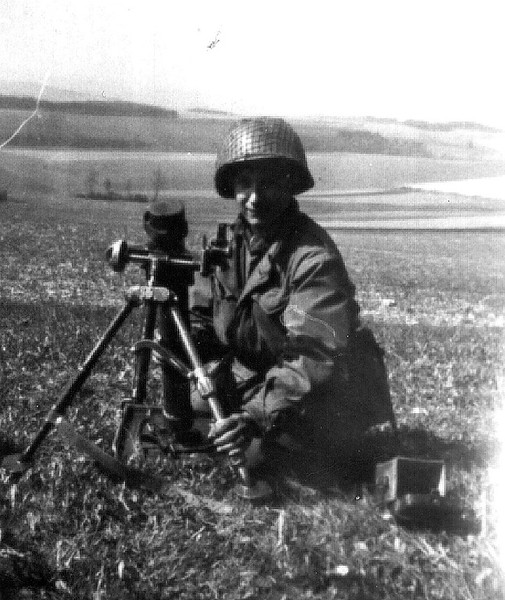 Julio Slevia with the 60mm mortar.