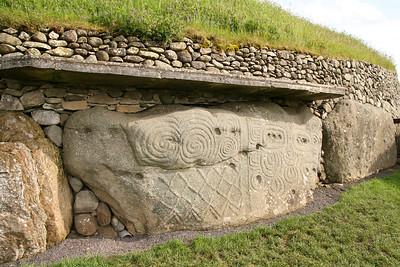 Brú na Bóinne. Newgrange