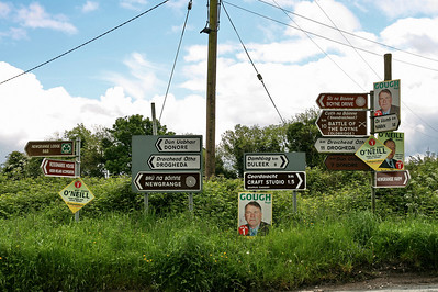 Road signs in the way to Newgrange