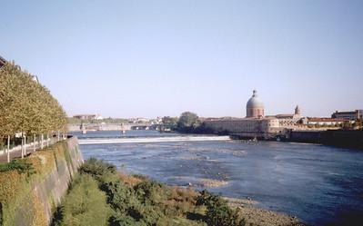 Toulouse. La Garonne from Pont des Catalans