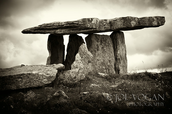Poulnabrone dolmen portal tomb, Burren, County Clare, Ireland