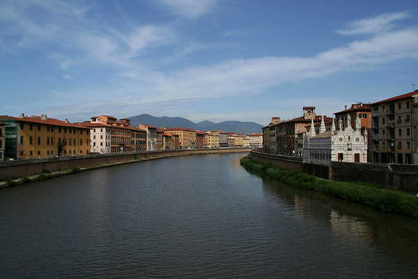 "Another view of ""Santa Maria della Spina"""