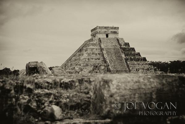 Temple of Kukulkan, El Castillo Pyramid, Chichen Itza, Yucatan, Mexico