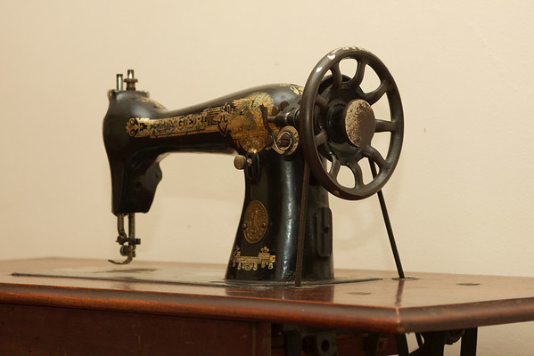Ancient Singer sewing machine