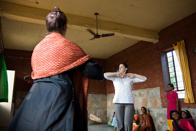Vatsalya founder Jaimala Gupta helps keep time as Linda dances for the children.