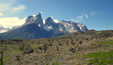 It was a 2 hour hike to close to the base of those mountains. spectacular scenery, served up with whipping winds ofcourse