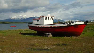 there is something about boats on land... this was the start of the ride from puerto natales to el calafate. i was praying pretty hard that the loss of power i was experiencing on the bike would not stall me by the roadside.