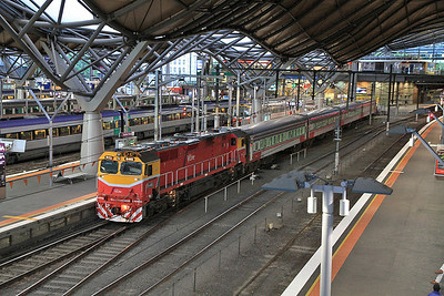 V/Line N461, Melbourne Southern Cross (née Spencer Street), 8205 07.19 to Warnambool - 19/11/13.