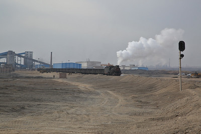 JS 8077 leaves Erjing deep mine with a loaded train for the trans-shipment yard at Nanzhan - 12/01/18
