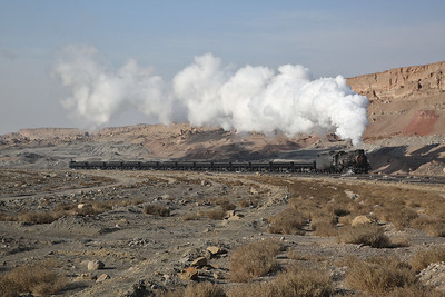 JS 8173 hauls a (partly) loaded coal train out of the pit - 12/01/18