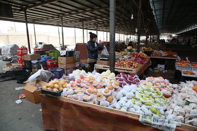 Sandaoling market - fruit stall - 21/03/17.