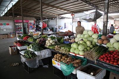 Sandaoling market - veg stall - 21/03/17.
