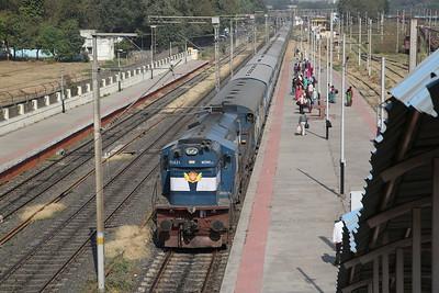 IR WDM3D 11421 arr Sabarmati Junction, 22960 04.45 Jamnagar-Surat - 24/11/17.
