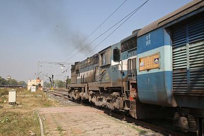 IR WDM3A 16767R dep Sabarmati Junction, 19223 11.20 Ahmedabad Junction-Jammu Tawi - 24/11/17.