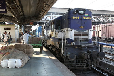 IR WDM3A 18908, Ahmedabad Junction, 19411 09.10 to Ajmer Junction - 24/11/17.