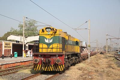 IR WDS6R 36507, Sabarmati Junction, shunting flat wagons - 24/11/17.