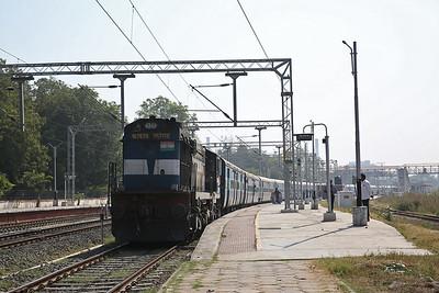 IR WDM3A 16767R, Sabarmati Junction, 19223 11.20 Ahmedabad Junction-Jammu Tawi - 24/11/17.