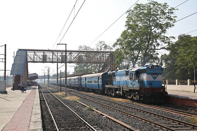 IR WDM3A 16576 dep Sabarmati Junction, 19119 10.40 Ahmedabad Junction-Somnath - 24/11/17.