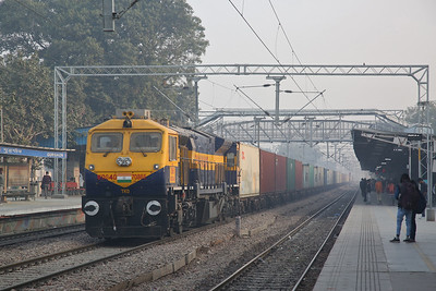 IR WDG4D 70865 passes Gurgaon, Southbound containers - 07/12/18.