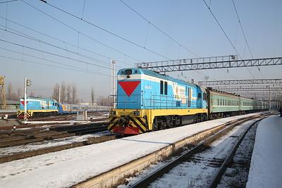 KTZ CKD6E-2021, Almaty-2, shunting ECS ..... CKD6E-2016 can be seen behind having shunted a Talgo rake into the carriage sidings - 10/01/18