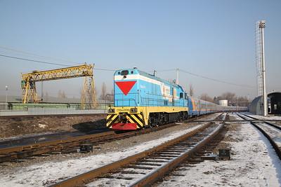 KTZ CKD6E-2016, at the head of a Talgo rake in Almaty-2 carriage sidings - 10/01/18