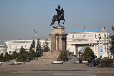 Ablai Khan statue in front of Almaty-2 station - 10/01/18