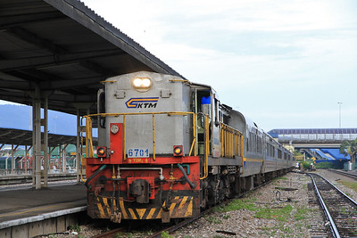 KTM 6701 at Butterworth on ER1 08.00 to Sungapura - 29/11/10