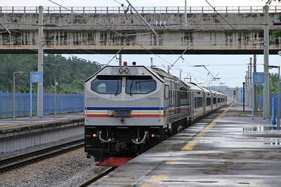KTM 26112 arr Slim River on SH55 13.45 Ipoh-Kuala Lumpur - 28/11/10