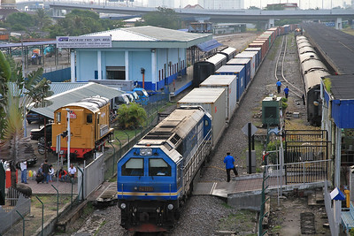 KTM 29110 sits in the through road at Butterworth with a liner bound for the docks - 29/11/10