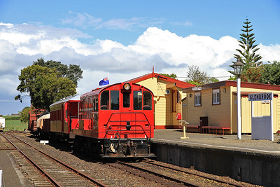 GVR 8 (DE507) at Glenbrook waiting to depart on D6 16.00 charter to Victoria Avenue  - 10/11/2011.