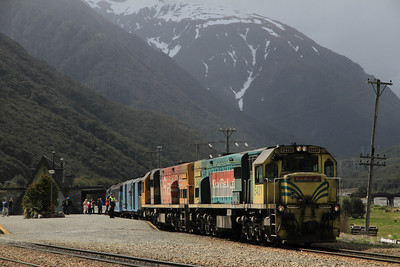 KiwiRail DXB5431 + DXC5304 at Arthur's Pass on 804 13.45 Greymouth-Christchurch TranzAlpine' - 25/11/2011.