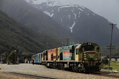 KiwiRail DXB5431 + DXC5304 at Arthur's Pass on 804 13.45 Greymouth-Christchurch TranzAlpine' - 25/11/2011.