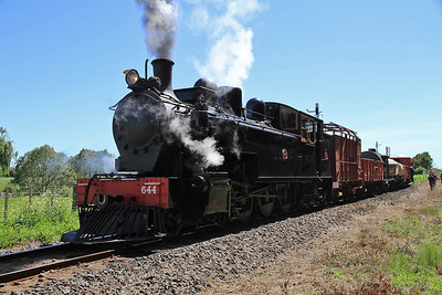 GVR 2 (Ww644) performing a run past near Glenbrook on S3 13.30 Victoria Avenue-Glenbrook charter  - 10/11/2011.