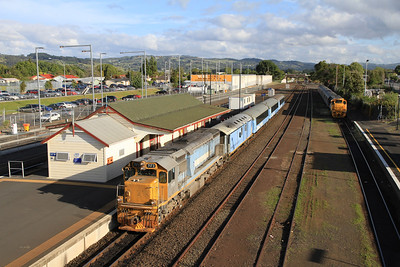 KiwiRail DFT7173 arr Papakura 200 07.25 Wellington-Auckland Britomart 'Overlander' (The train we got off 9 hours earlier at Palmerston North !) - 23/11/2011.