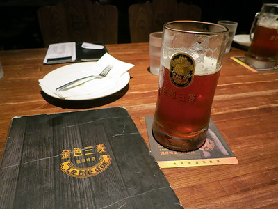 A beer in the 'Le Blé d'Or' brewpub in Taipei - a strange place with a French name, German cross-dressing waitresses and American style food ! Beer average. - 10/05/14