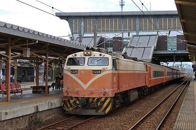 TRA E229, Zhunan, 504 06.19 Kaohsiung-Qidu - 11/05/14