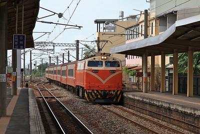 TRA E211 arr Tianzhong, 551 07.40 Hualien-Kaohsiung - 11/05/14