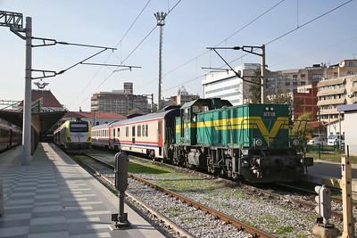 TCDD E68 068 & DE11 030 stabled at Izmir Basmane - 16/11/19