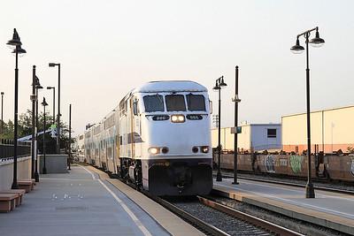 Metrolink 886 arr Glendale, 103 07.15 Los Angeles-Chatsworth - 25/08/16.