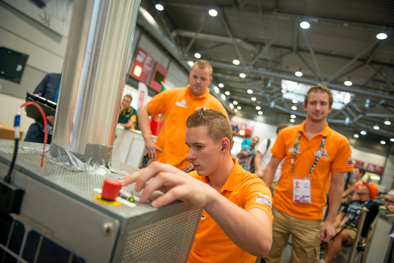 Wouter van der Ven, Robbert-Jan van Wijk & Pim Bexkens - Manufactoring Team Challenge