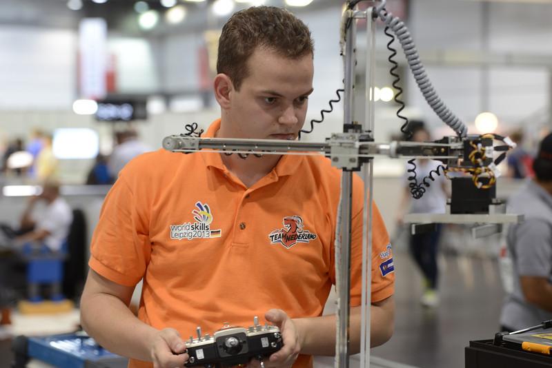 "Leon Coppens & Ruud Rooijakkers - Mobiele Robotica<br /> <br /> Bron: <a href=""http://www.flickr.com/photos/worldskills/"">http://www.flickr.com/photos/worldskills/</a>"