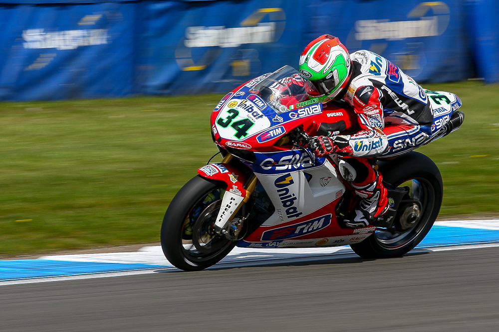 IMAGE: http://www.freezeframe-photography.co.uk/WorldSuperbikes2012/Donnington-Park/i-QNP7KJs/1/XL/AK8F7192-XL.jpg