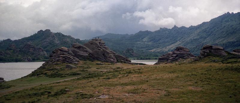 Dramatic rock formations at Lake Savvushka (Oзеро д.Саввушка).