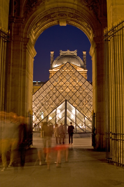 Walkway to the Louvre during the evening.