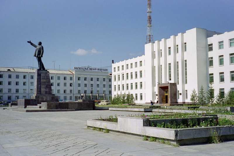 Every city and most towns in the former Soviet Union have a major statue (or 6!) of Vladimir I Lenin. Yakutsk is no exception.