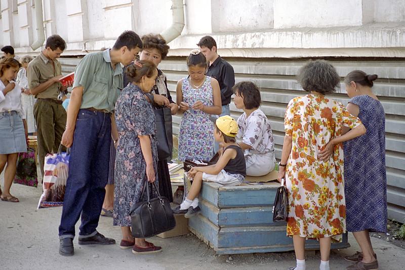 Bargaining on the streets. Yakutsk, 1992.