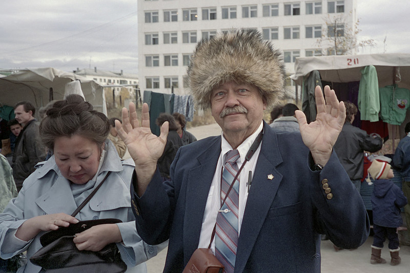 So, Ed, what are you going to tell your wife about the hat? I have the feeling that she long ago gave up on controlling irrepressible Ed. <br /> Ed was an amateur radio operator, and after this Maya took us to the Yakutsk Ham Club, where he was quite a hit, and we even got on the air.