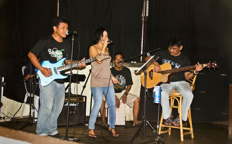 Jammin' with the band, Blue Ribbon Dive Resort