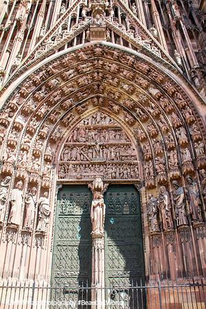 Door, La cathédrale Notre-Dame de Strasbourg, France