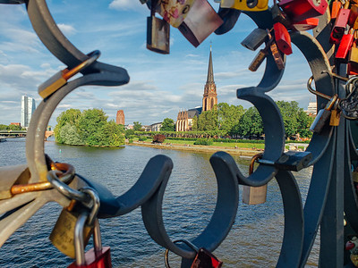 Locks on Eiserner Steg, Iron Bridge across Main River, Dreikönigskirche, Main River, Frankfurt, Germany